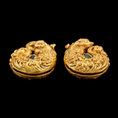 View 3. Thumbnail of Lot 1025. A pair of gold repoussé 'Makara and human figure' earrings set with green glass beads Pre-Khmer, 8th century | 八世紀 前高棉時期 摩羯神像紋金耳飾一對.
