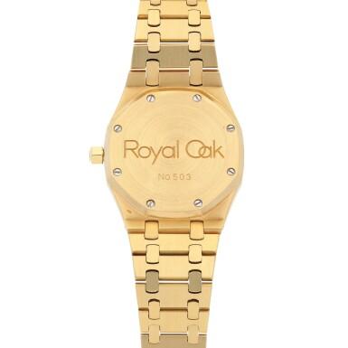 View 4. Thumbnail of Lot 520. Royal Oak, Ref. 25594BA Yellow gold wristwatch with day, date, moon phases and bracelet Circa 1990   愛彼 25594BA型號「Royal Oak」黃金鍊帶腕錶備日期、星期及月相顯示,年份約1990.