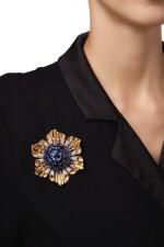 GOLD, SAPPHIRE AND DIAMOND CLIP-BROOCH | 黃金鑲藍寶石配鑽石別針