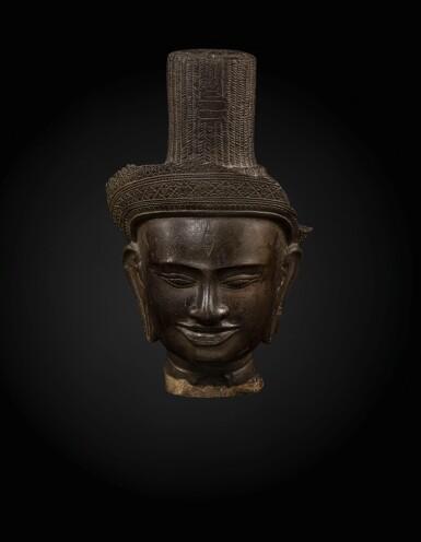 View 1. Thumbnail of Lot 235. A sandstone head of a deity, probably Shiva Khmer, Banteay Srei style, late 10th century   高棉 十世紀晚期 班迭斯雷式砂岩雕或為濕婆首像.