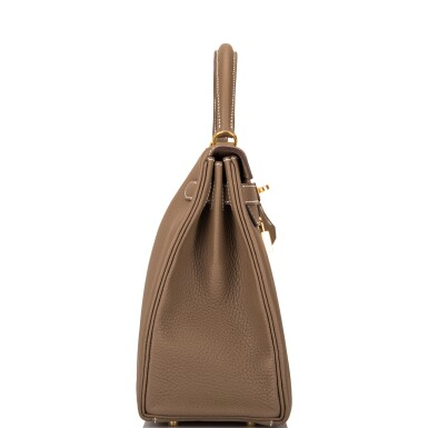 View 3. Thumbnail of Lot 70. HERMÈS | ETOUPE RETOURNE KELLY 32CM OF TAURILLON CLEMENCE LEATHER WITH GOLD HARDWARE.