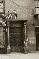 HELEN LEVITT | NEW YORK (BOYS ON A PEDIMENT)