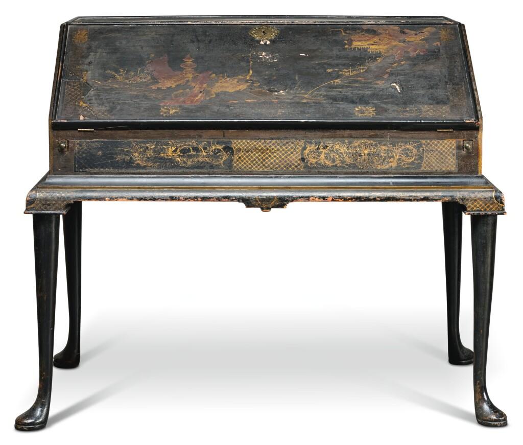 A GEORGE I BLACK JAPANNED BUREAU, CIRCA 1720