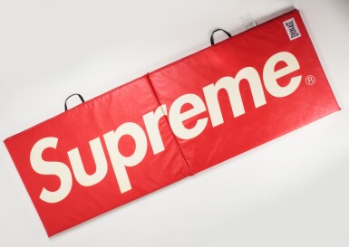 A GROUP OF 8 SUPREME EVERLAST ACCESSORIES