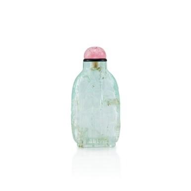 View 2. Thumbnail of Lot 3021. An Aquamarine 'Three Friends of Winter' Snuff Bottle Qing Dynasty, 18th - 19th Century | 清十八至十九世紀 海藍寶雕歲寒三友圖鼻煙壺.