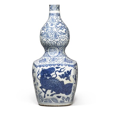 View 3. Thumbnail of Lot 84. A large blue and white 'double-gourd' vase, Ming dynasty, Jiajing period | 明嘉靖 青花瑞獸壽字紋大葫蘆瓶.