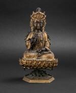 Figure de Guanyin en bronze partiellement doré Dynastie Qing, XIXE siècle | 清十九世紀 局部鎏金銅觀音坐像 | A parcel gilt-bronze figure of Guanyin on a lotus base, Qing Dynasty, 19th Century