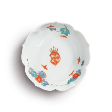 A MEISSEN KAKIEMON SAUCER DISH THE PORCELAIN CIRCA 1730, THE DECORATION PARTIALLY LATER