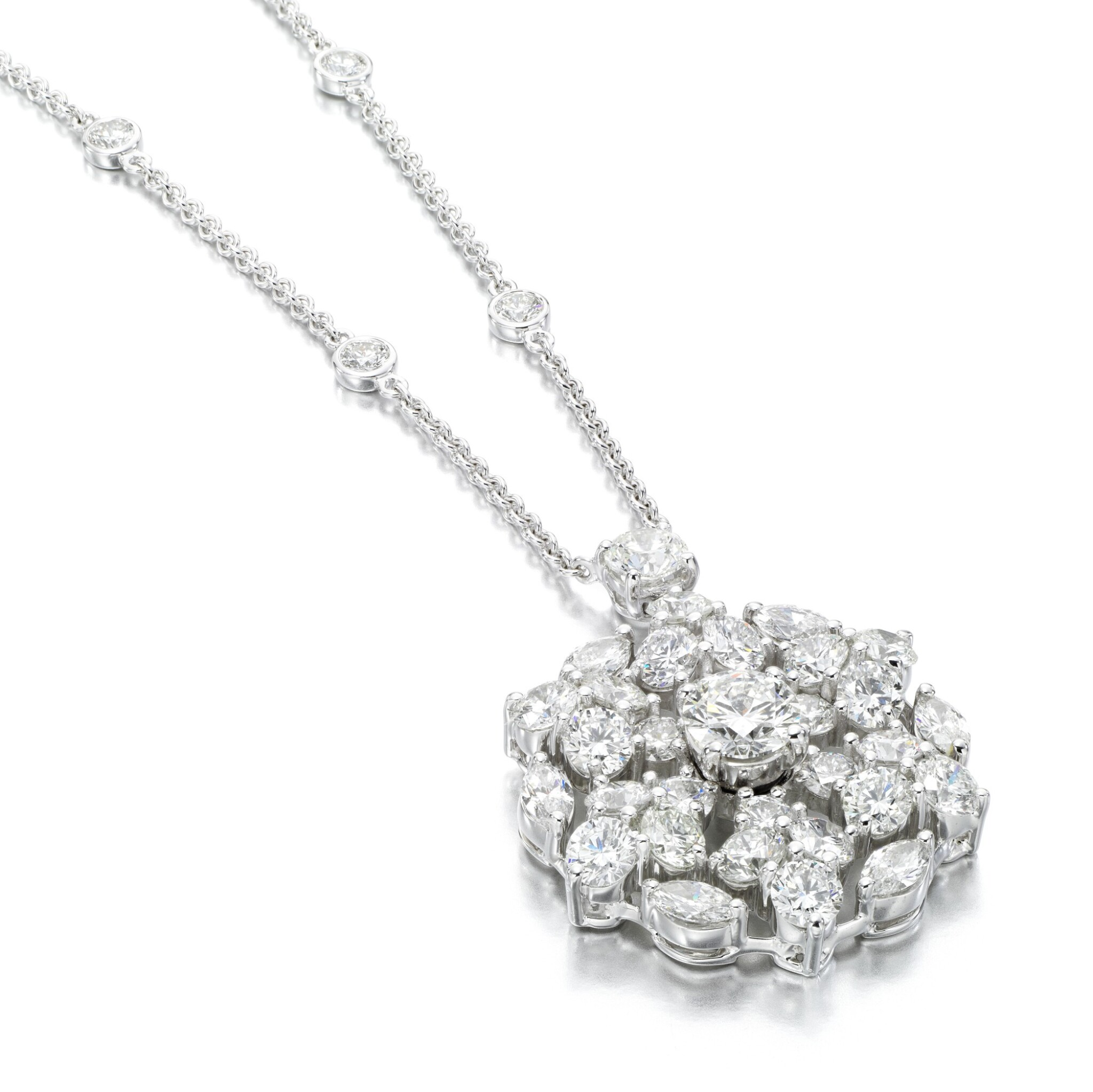 View full screen - View 1 of Lot 83. Graff | Diamond necklace, 'Snowflake'.