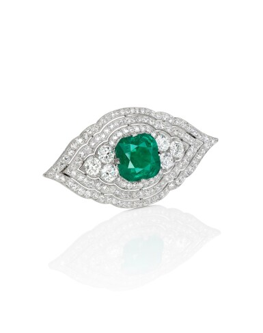 View 2. Thumbnail of Lot 1652. CARTIER | ART DECO EMERALD AND DIAMOND BROOCH| 卡地亞 | Art Deco 11.13卡拉「哥倫比亞」無油祖母綠 配 鑽石 胸針.