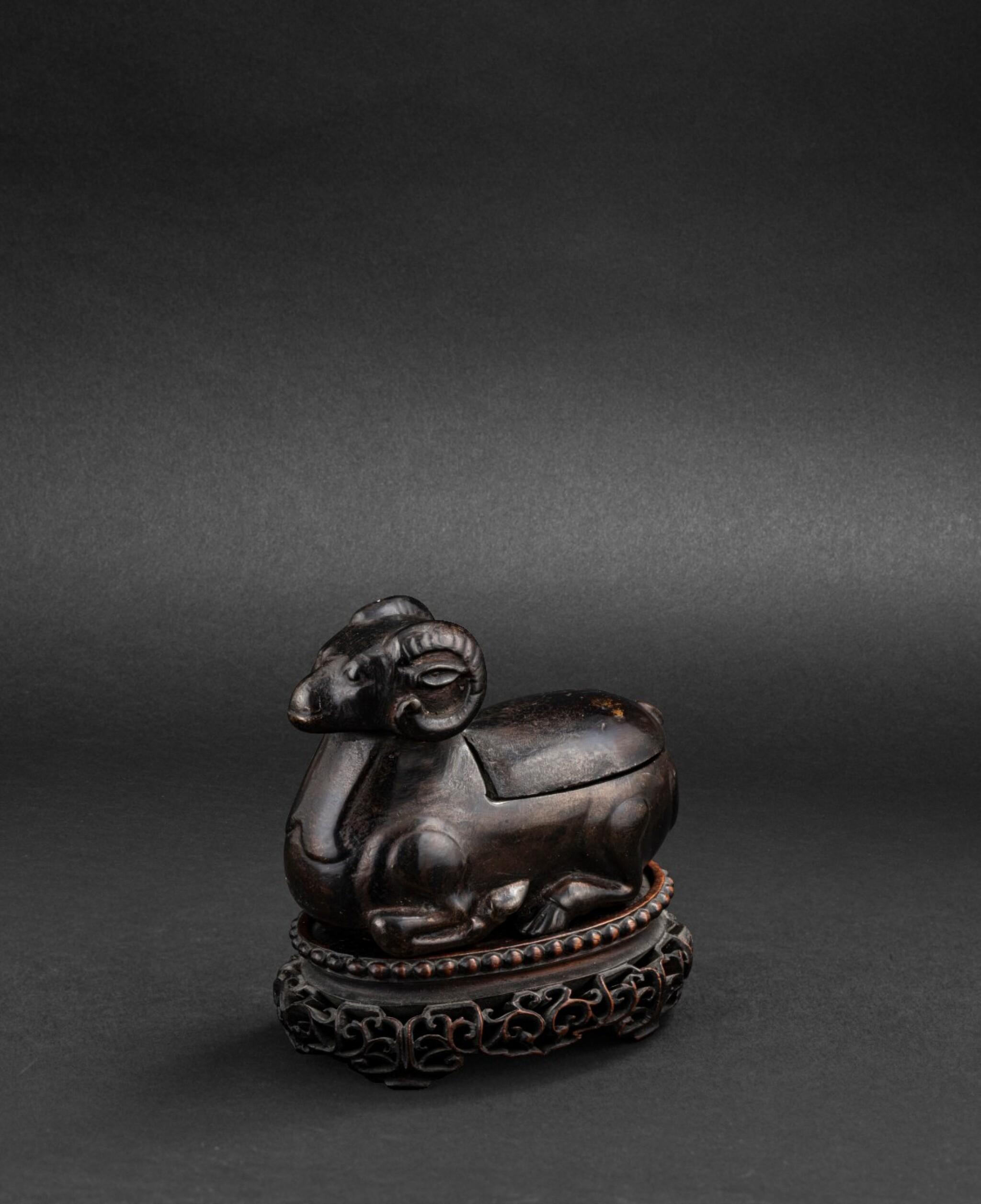 View 1 of Lot 167. Statuette en bronze de bélier formant lampe à huile Dynastie Ming ou antérieure   明或更早期 銅臥羊燈   A 'ram' bronze oil lamp, Ming Dynasty or earlier.