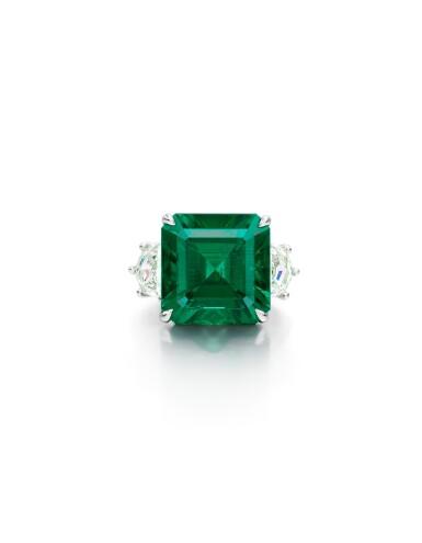 View 1. Thumbnail of Lot 1724. EMERALD, DIAMOND AND COLOURED DIAMOND RING | 9.26卡拉 天然「哥倫比亞穆索」無油祖母綠 配 鑽石 及 彩色鑽石 戒指.
