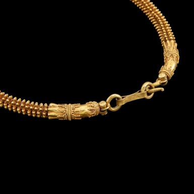 View 2. Thumbnail of Lot 1014. A gold necklace with cruciform elements Possibly Khmer, Angkor period, 9th - 14th century   或九至十四世紀 高棉吳哥王朝 金索項鍊.