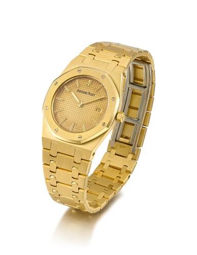 View 2. Thumbnail of Lot 8140. AUDEMARS PIGUET | ROYAL OAK, REFERENCE 56175BA | A YELLOW GOLD WRISTWATCH WITH DATE AND BRACELET, CIRCA 1990 | 愛彼| Royal Oak 型號56175BA  黃金鏈帶腕錶,備日期顯示,約1990年製.