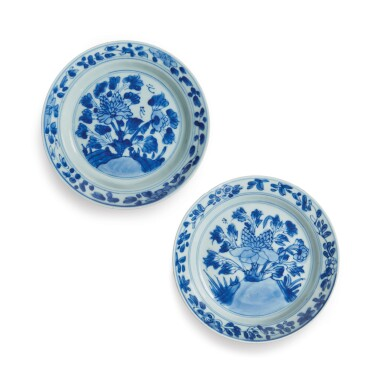 TWO CHINESE BLUE AND WHITE 'PEONY' DISHES QING DYNASTY, KANGXI PERIOD | 清康熙 青花牡丹圖盤兩件