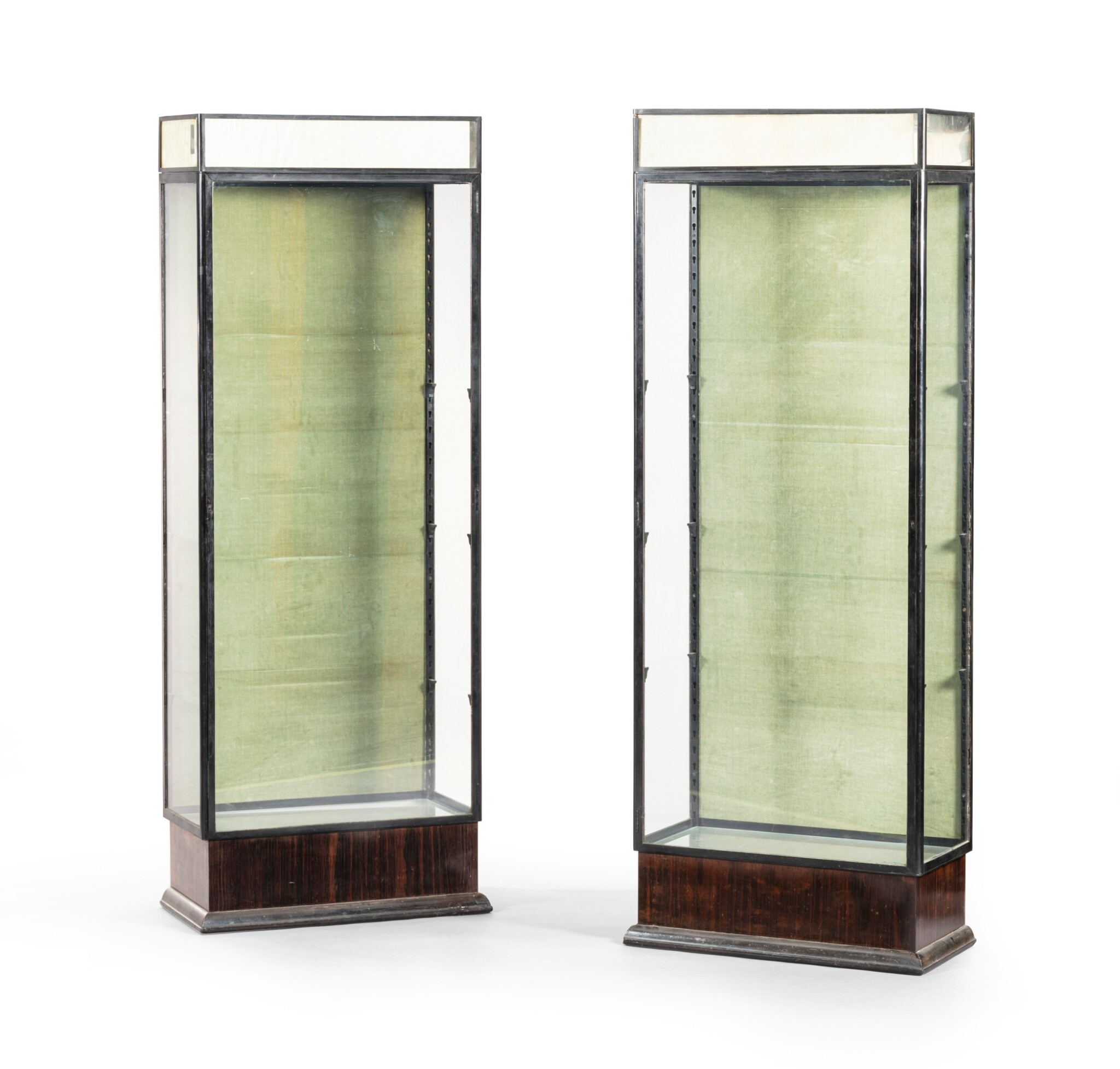 View full screen - View 1 of Lot 99. Paire de Vitrines, vers 1925     .