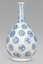 A FINE SHOKI IMARI BOTTLE VASE, EDO PERIOD, CIRCA 1640-50