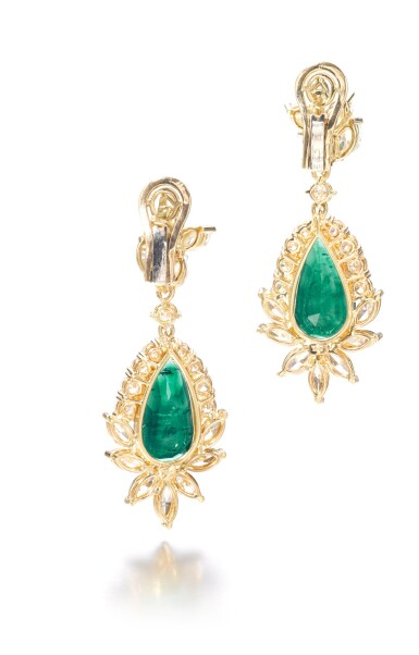 View 3. Thumbnail of Lot 703. Pair of emerald and diamond pendent earrings | 祖母綠配鑽石耳墜一對.