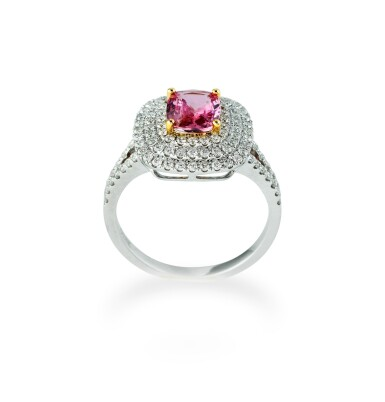 Padparadscha sapphire and diamond ring [Bague saphir Padparadscha et diamants]