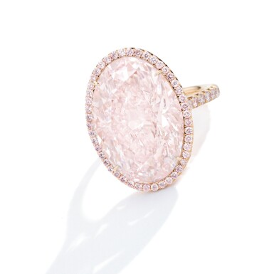 View 2. Thumbnail of Lot 419. AN IMPRESSIVE FAINT PINK DIAMOND AND COLORED DIAMOND RING | 微粉紅色鑽石配彩色鑽石戒指一枚.