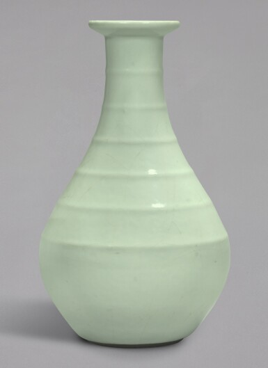 View 1. Thumbnail of Lot 4. A FINE AND RARE GUAN-TYPE RIBBED VASE, YONGZHENG SEAL MARK AND PERIOD   清雍正 仿官釉弦紋盤口瓶 《大清雍正年製》款.