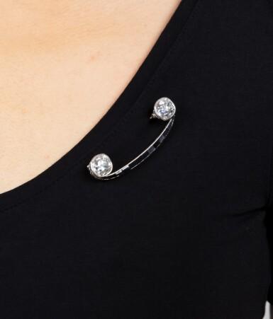 View 5. Thumbnail of Lot 19. Broche onyx et diamants | Onyx and diamond brooch.