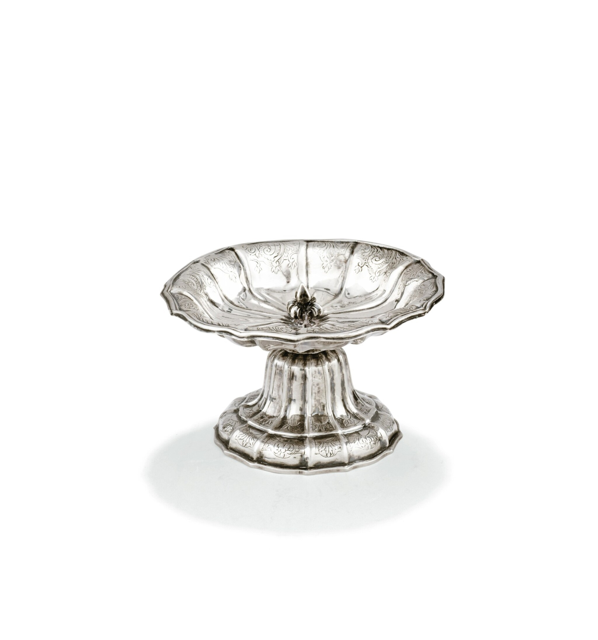 View 1 of Lot 163. A SMALL BELGIAN SILVER CUP ON FOOT, JEAN-FRANÇOIS-TOUSSAINT WINAND, LIÈGE, 1773 |  DRAGEOIR EN FORME DE TAZZA ROND PAR JEAN-FRANÇOIS-TOUSSAINT WINAND, LIÈGE, 1772.