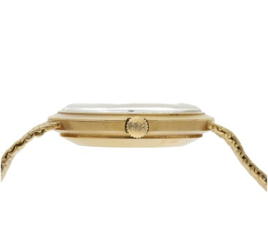 View 4. Thumbnail of Lot 135. PATEK PHILIPPE  |  REFERENCE 3565/1 'IOS' A YELLOW GOLD AUTOMATIC BRACELET WATCH WITH DATE, MADE IN 1968.