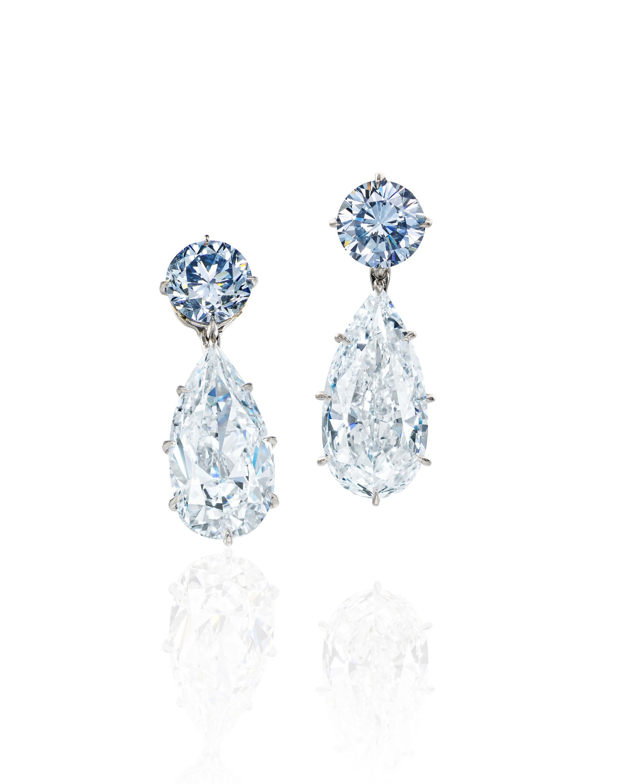 View full screen - View 1 of Lot 1753. AN EXQUISITE AND UNIQUE PAIR OF FANCY INTENSE BLUE DIAMOND AND DIAMOND PENDENT EARRINGS | 超凡尚品 1.95及1.63卡拉 濃彩藍色鑽石 配 5.95及 5.24卡拉 梨形 D色 內部無瑕(IF)Type IIa 鑽石 耳墜一對.