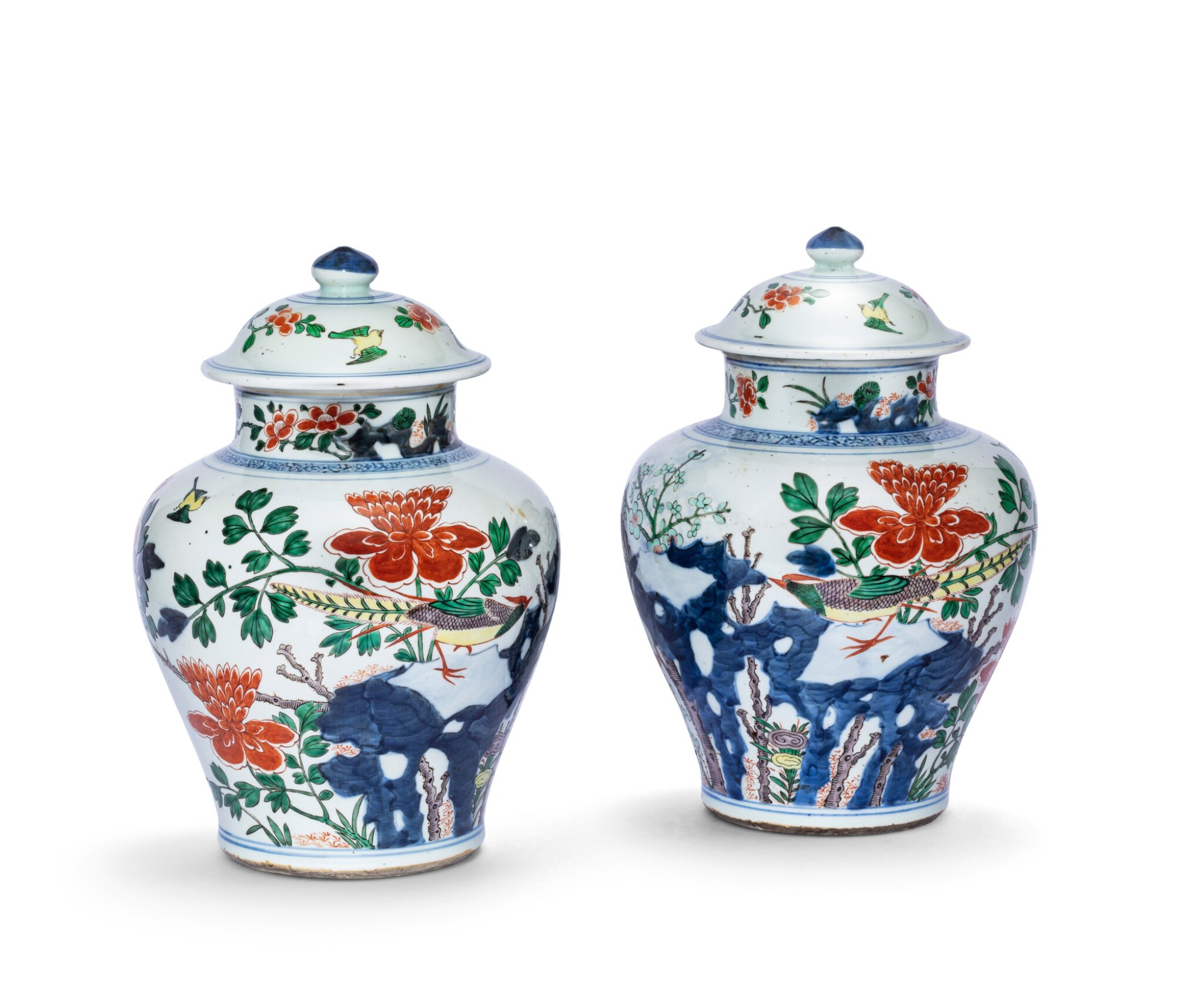 View 1 of Lot 157. Paire de vases couverts en porcelaine wucai Dynastie Qing, XIXE siècle | 清十九世紀 五彩花鳥紋將軍蓋罐一對 | A pair of wucai jars and covers, Qing Dynasty, 19th century.