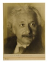 [EINSTEIN, ALBERT]; AARON TYCKO [PHOTOGRAPHER] | BLACK AND WHITE PHOTOGRAPHIC PORTRAIT, INSCRIBED BY EINSTEIN ON THE MAT BOARD, 1934