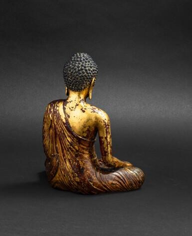View 7. Thumbnail of Lot 28. Exceptionnelle statue du Bouddha Maravijaya en alliage de cuivre doré Royaume de Dali (937-1253), Province de Yunnan, XIIE siècle | 大理國 十二世紀 鎏金銅合金釋迦牟尼佛坐像 | An exceptional gilt-copper alloy figure of Buddha Maravijaya, Dali Kingdom (937-1253), Yunnan Province, 12th century .