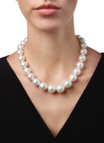 CULTURED PEARL AND DIAMOND NECKLACE   養殖珍珠配鑽石項鏈