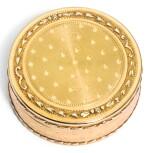 A TWO-COLOUR GOLD PILL BOX, PROBABLY JACQUES-ALEXIS JARRY, PARIS, 1786