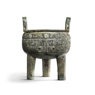 View 1. Thumbnail of Lot 31. An important inscribed archaic ritual bronze food vessel (Ding), Late Shang dynasty, 13th - 11th century BC | 商末 公元前十三至十一世紀 犬祖辛祖癸鼎.