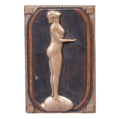 CARVED GILTWOOD AND EBONIZED PINE PLAQUE OF NUDE WOMAN, EARLY 20TH CENTURY