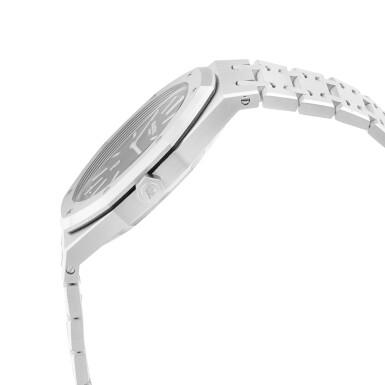 View 3. Thumbnail of Lot 12. Royal Oak, Ref. 15202ST.OO.1240ST.01 Stainless steel wristwatch with date and bracelet Circa 2013   愛彼15202ST.OO.1240ST.01型號「Royal Oak」精鋼鍊帶腕錶備日期顯示,年份約2013.