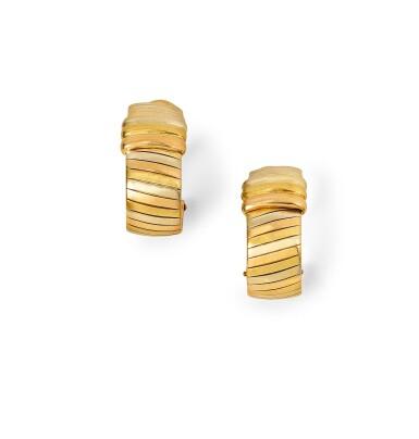 Cartier, Pair of gold earrings [Paire de boucles d'oreille en or],1980s [vers 1980]