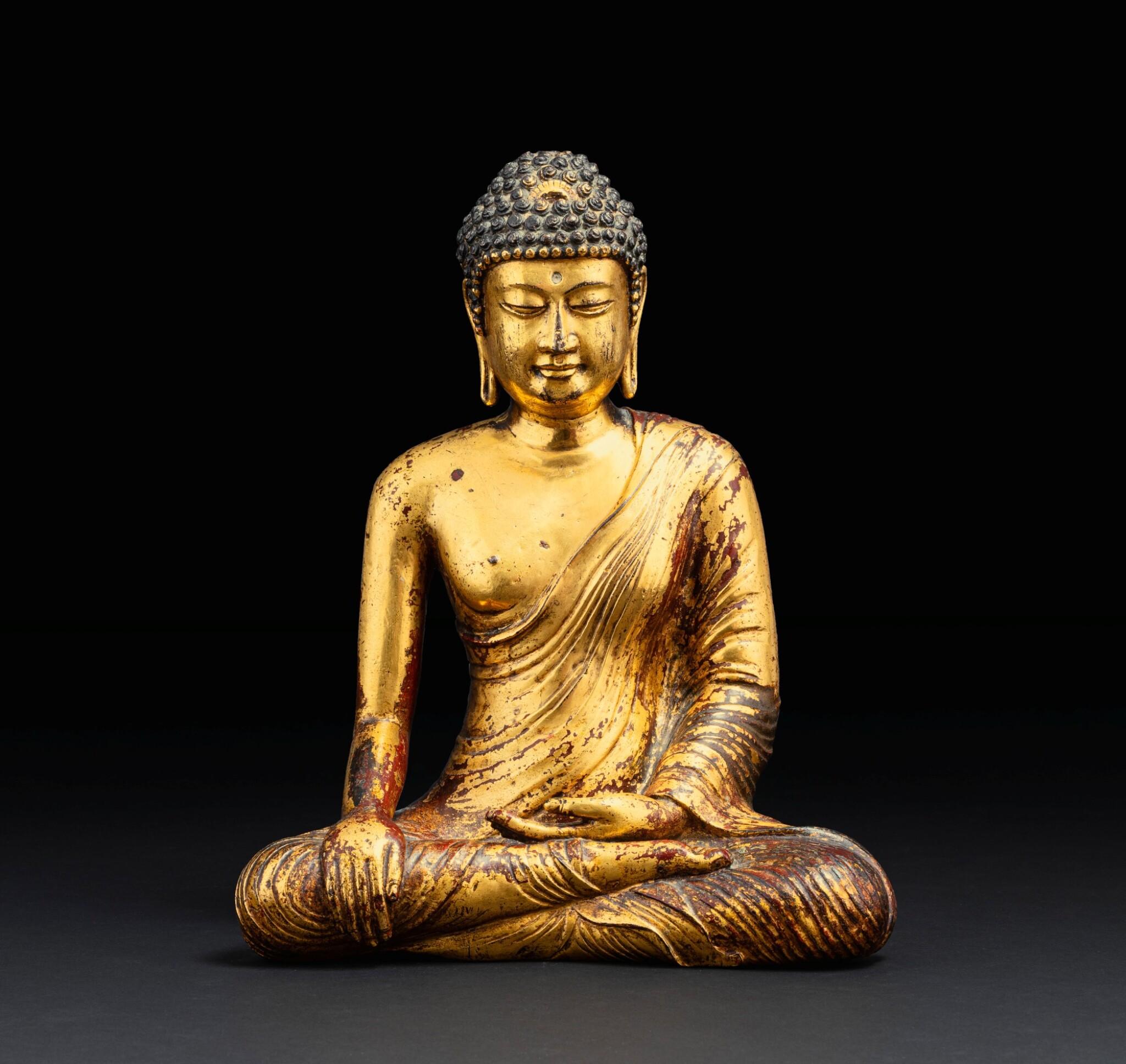 View 1 of Lot 28. Exceptionnelle statue du Bouddha Maravijaya en alliage de cuivre doré Royaume de Dali (937-1253), Province de Yunnan, XIIE siècle | 大理國 十二世紀 鎏金銅合金釋迦牟尼佛坐像 | An exceptional gilt-copper alloy figure of Buddha Maravijaya, Dali Kingdom (937-1253), Yunnan Province, 12th century .