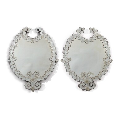 A PAIR OF VENETIAN MOULDED AND ETCHED GLASS OVAL MIRRORS, LATE 19TH/20TH CENTURY