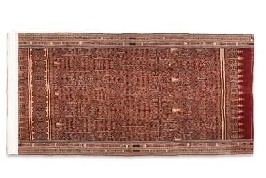 View 5. Thumbnail of Lot 2. Tissu cérémoniel pua, Iban, Bornéo, Indonésie, début du 20e siècle | Ceremonial cloth pua, Iban, Borneo, Indonesia, early 20th century.