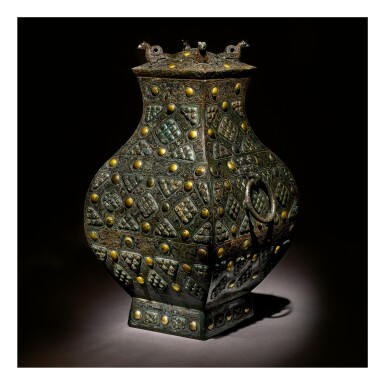 View 5. Thumbnail of Lot 578. AN EXCEPTIONALLY RARE AND IMPORTANT GOLD, SILVER AND GLASS-EMBELLISHED BRONZE VESSEL (FANG HU),  WARRING STATES PERIOD, 4TH / 3RD CENTURY BC.