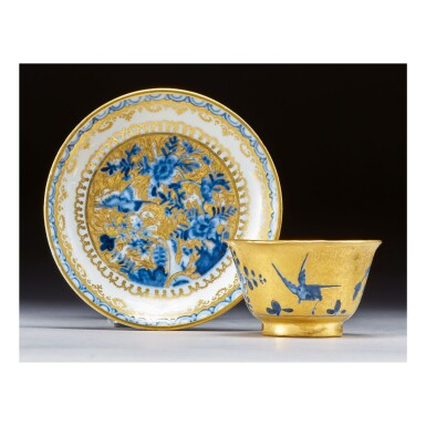 AN EARLY MEISSEN HAUSMALER TEABOWL AND SAUCER CIRCA 1730