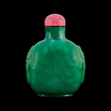 View 1. Thumbnail of Lot 1026. A jadeite-imitation glass snuff bottle Qing dynasty, 19th century | 清十九世紀 綠料仿翠玉鋪首鼻煙壺.
