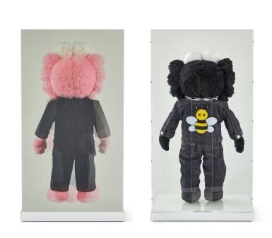 View 4. Thumbnail of Lot 9020. KAWS | DIOR X KAWS BFF粉紅色與黑色絨毛玩具(兩件)DIOR X KAWS BFF Pink and Black Plush Dolls (two works).
