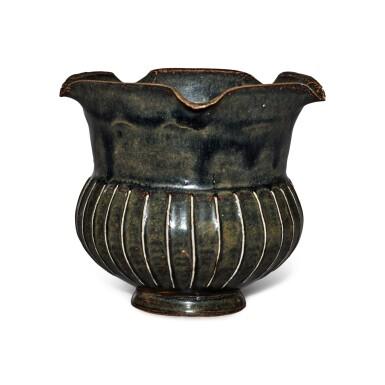 View 2. Thumbnail of Lot 199. A black-glazed ribbed vase, Northern Song / Jin dynasty | 北宋 / 金 黑釉棱線紋花口罐.