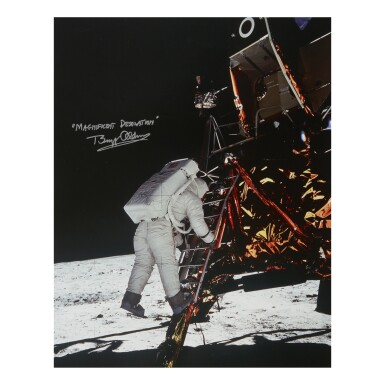 [APOLLO 11]. ALDRIN DESCENDS TO THE LUNAR SURFACE. LARGE COLOR PHOTOGRAPH, SIGNED & INSCRIBED BY BUZZ ALDRIN