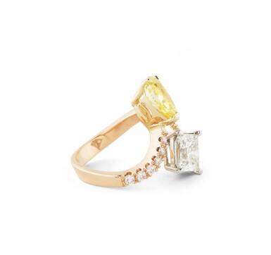 View 2. Thumbnail of Lot 137. BAGUE DIAMANT FANCY VIVID YELLOW ET DIAMANTS | FANCY VIVID YELLOW DIAMOND AND DIAMOND RING.