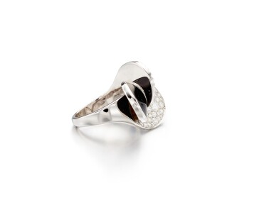 View 2. Thumbnail of Lot 1668. Lapis Lazuli, Onyx and Diamond Ring | 卡地亞 | 青金石 配 縞瑪瑙 及 鑽石 戒指.