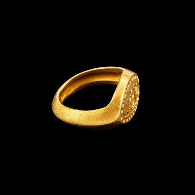 View 2. Thumbnail of Lot 1093. A gold ring with an incised bezel of Lakshmi Pyu, 9th - 11th century   九至十一世紀 驃國 吉祥天女紋金戒指.